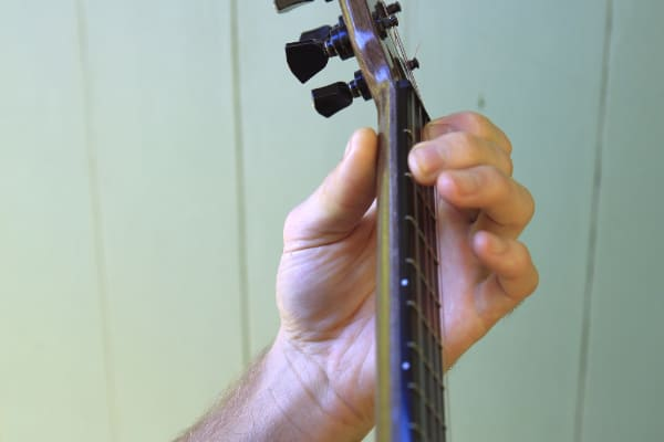 left hand positioning wrist view when playing ukulele