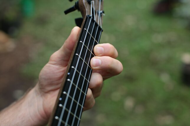 ukulele pull off before
