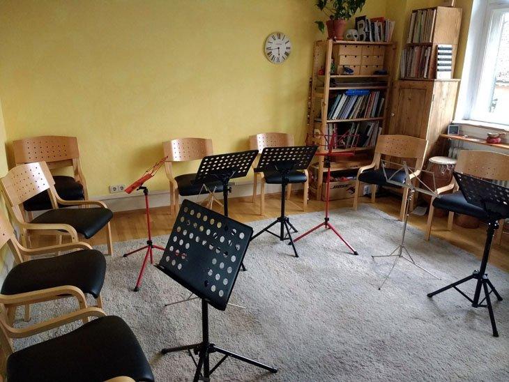 empty ukulele classroom