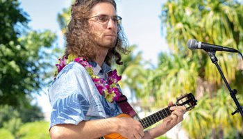 brad bordessa with lei and aloha shirt