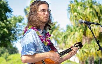 brad bordessa with lei and aloha shirt