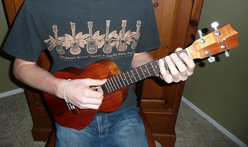 How To Hold The Ukulele Proper Positioning Live Ukulele