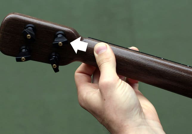 thumb side shift to help ukulele barre